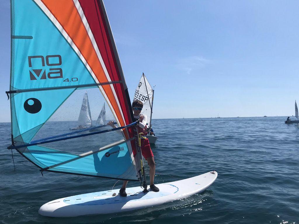 windsurf, campus, estiu, cnem, clbu nàutic el masnou, nens, nenes, mar, esport, platja, beach area